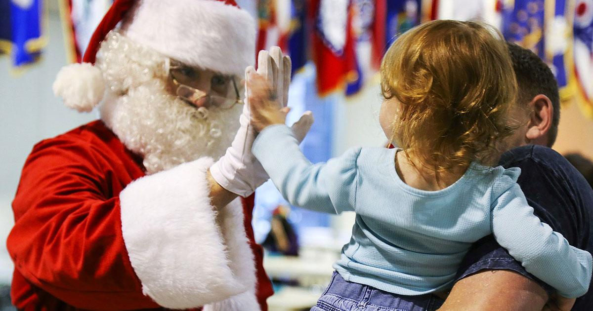 Frasi Di Buon Natale Per Bambini.Frasi Di Natale Per Bambini Pensierini E Messaggi Per Gli Auguri Di Natale
